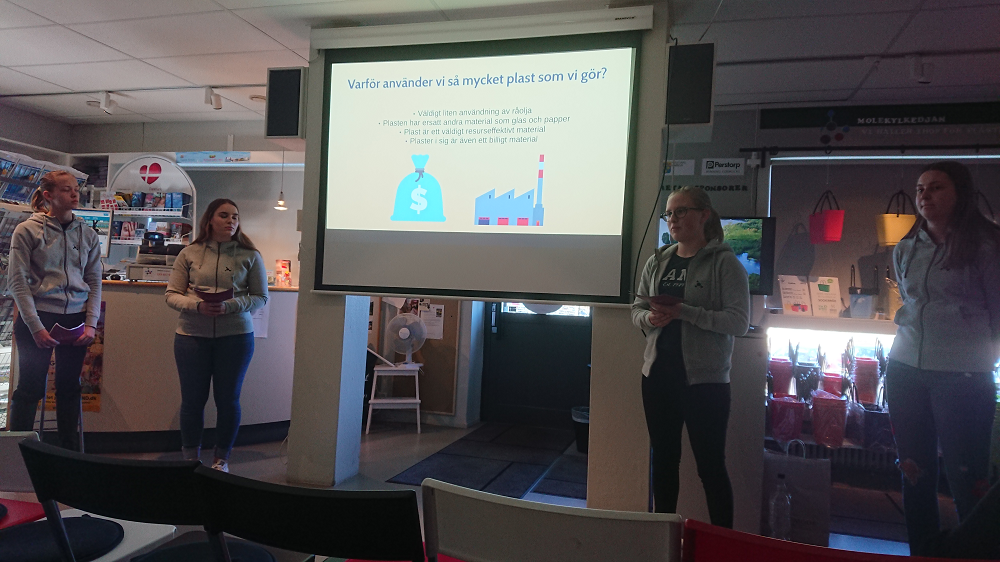 Students presenting at Plastens Hus